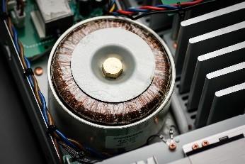http://www.marantz.eu/8006/PM8006_toroidal_transformer.jpg